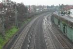 Die Bahnlinie durchschneidet Kelsterbach. Infos zu den geplanten Lärmschutzwänden in der Präsentation der DB Projektbau